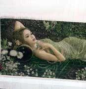 نمونه تابلو فرش  بافته شده دختر خفته در باغ